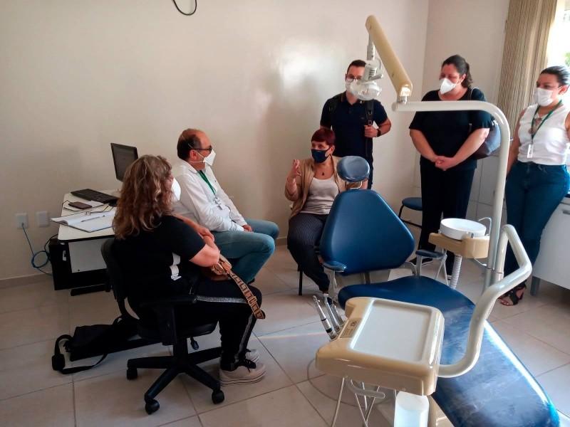 Secretária adjunta Ana Costa conheceu consultório odontológico da UBS